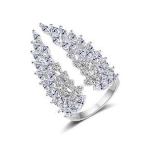 inel statement cu cristale in forma de aripi de inger