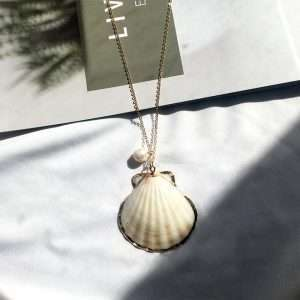 colier cu scoici naturale si perla