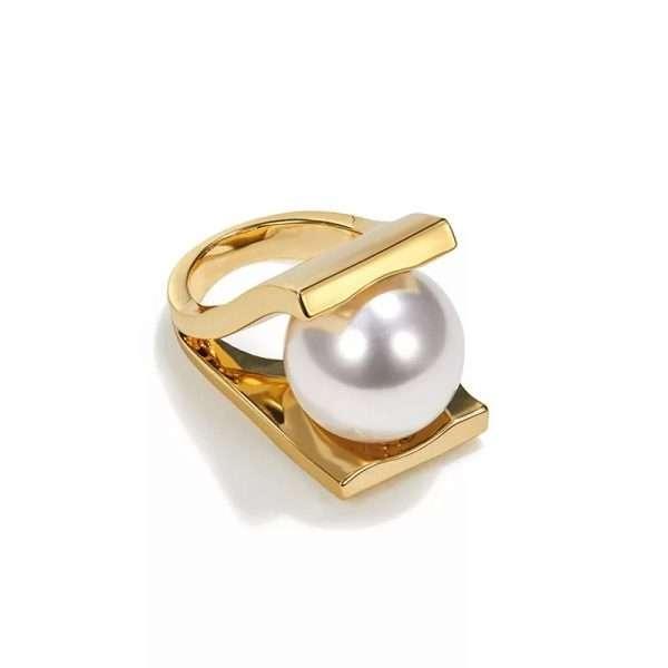 inel statement cu perla supradimensionata