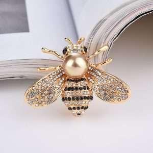 brosa albina decorata cu cristale
