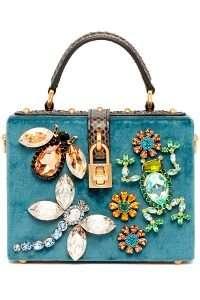 brose elegante pe geanta