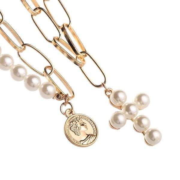 coliere suprapuse cu perle, zale, cruce si moneda