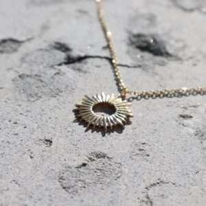 colier auriu placat cu aur