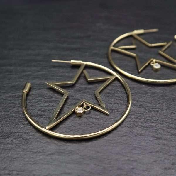 cercei rotunzi cu detaliu in forma de stea