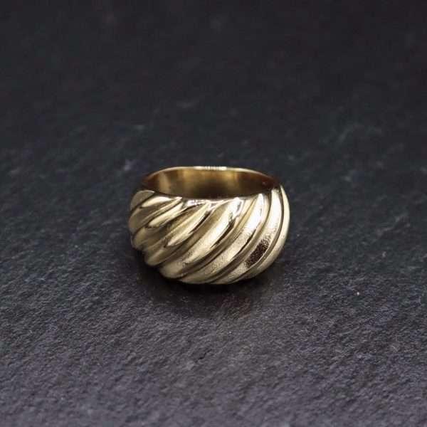 inel auriu texturat placat cu aur