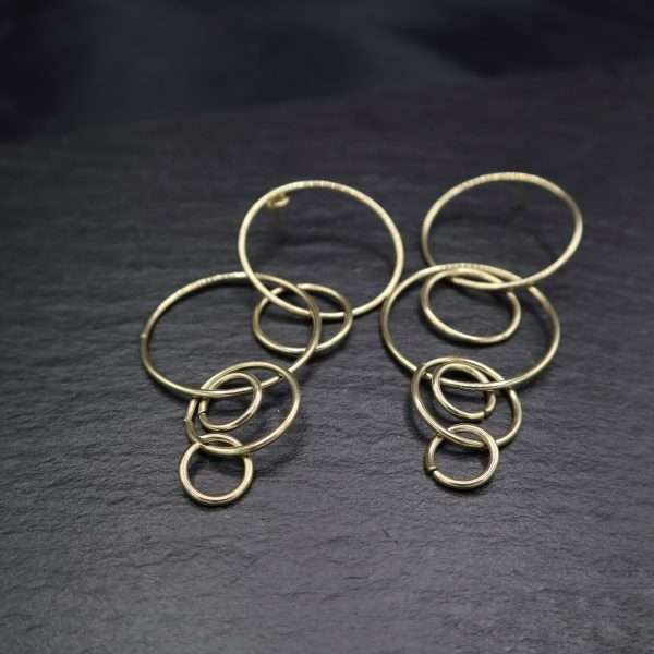 cercei lungi cu cercuri placati cu aur 18K
