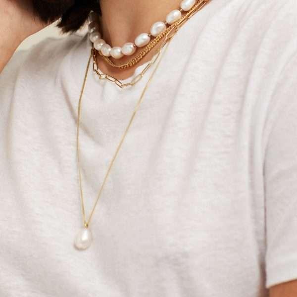 colier perle cu design modeern