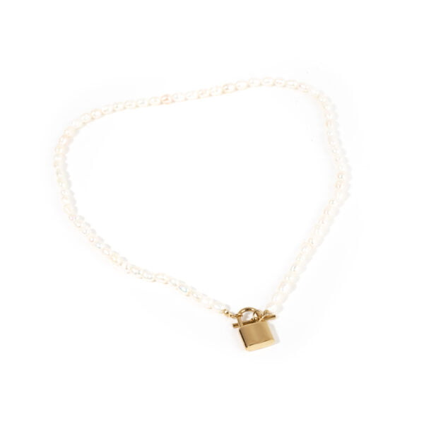choker perle naturale si pandantiv lacat otel inoxidabil